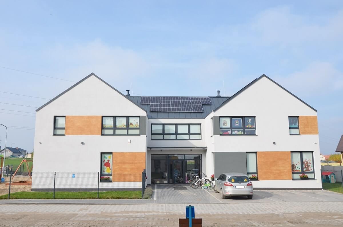 Instalacja fotowoltaiczna na dachu przedszkola